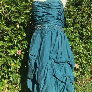 Teal strapless party frock